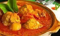 Chicken curry with potatoes and tomatoes. With a slight view of rice at the back. Curry Recipes, Asian Recipes, Ethnic Recipes, Baby Food Recipes, Chicken Recipes, Cooking Recipes, Rice Recipes, Recipies, Kari Ayam