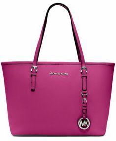 Super beautiful Michael Kors handbag. Do you dare to wear fuchsia bag this year?