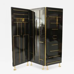 Lacquer & brass folding screen by Mexico City architect, Eugenio Escudero. What a fabulous modernist design from Dragonette Limited in LA and via Dibs. Palm Desert, Vintage Furniture, Furniture Design, Room Divider Screen, Room Dividers, Art Deco, Mid Century Modern Furniture, Make Design, Custom Homes
