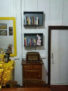 Gavetas transformada em estante de livros