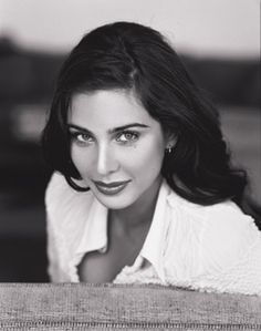 Lisa Ray is so gorgeous. :)