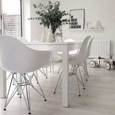Finally after over a year I have new dining chairs  #earlychristmaspresent #interior #interior123 #allthewhite #scandiliving