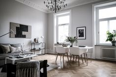 A fresh looking minimalist home featuring carefully selected artworks and furniture pieces and a neutral color palette. Modern Minimalist Living Room, Simple Living Room, Small Living Rooms, Minimalist Home, Minimalist Apartment, Living Room Decor Eclectic, Living Room Decor Inspiration, Eclectic Bedrooms, Scandinavian Style