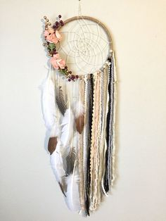 dream catcher This dreamcatcher is so feminine, shabby chic and beautiful! The base is a large 10 inch hoop wrapped in twine with a cream twine hand woven web. There are gold/maroon ber Los Dreamcatchers, Easy Diy Room Decor, Diy And Crafts, Arts And Crafts, Dream Catcher Boho, Dream Catcher Bedroom, Lace Dream Catchers, Feather Dream Catcher, Dream Catcher Decor