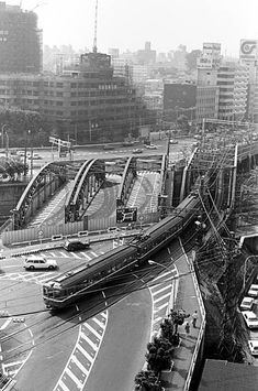 Urban Photography, Street Photography, Old Pictures, Old Photos, Tokyo, Street Run, Aesthetic Japan, Light Rail, Japan Photo