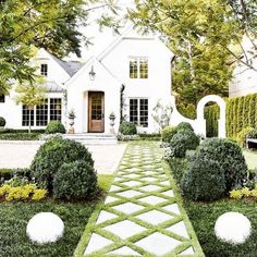 21 Gorgeous Cottage House Exterior Design Ideas - Home Design - lmolnar - Best Design and Decoration You Need French Style Homes, Tudor Style Homes, Southern Homes, Backyard Landscaping, Landscaping Ideas, Farmhouse Landscaping, Backyard Patio, Front Walkway Landscaping, Landscaping Software