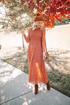 orange and red colored fall midi dress and boots with beret fall dress family photo outfit idea Free People dress smocked dress sheer overalls dress fall foliage photo Casual Dress Outfits, Rock Outfits, Casual Dresses For Women, Edgy Outfits, Early Fall Outfits, Girl Outfits, Christmas Party Outfits, Matching Couple Outfits, Family Photo Outfits