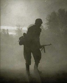 Mp40 silhouette with German soldier