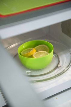 Kuinka puhdistaa mahdollisimman tehokkaasti kaikki lika mikrosta? Tarvitset vettä, sitruunan ja etikkaa. Punch Bowls, Egg