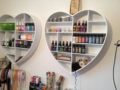 Photo on Kaartjes & Taartjes: Hobby kamer! Craftroom Ideas, Show Photos, Craft Items, Christmas Projects, Storage Ideas, Room Inspiration, Organize, Bookcase, Scrap