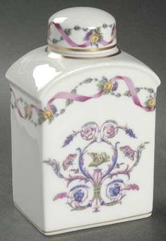 Rapallo Tea Caddy & Lid by Richard Ginori Bottles And Jars, Perfume Bottles, Tea Box, Tea Caddy, Teapots And Cups, Chinese Tea, Coffee Set, My Tea, Tea Time