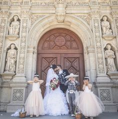 Mexican Wedding Traditions, Mexican Themed Weddings, Mexican Quinceanera Dresses, Quinceanera Themes, Wedding Photography Inspiration, Wedding Inspiration, Wedding Ideas, Wedding Goals, Dream Wedding