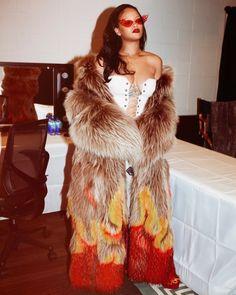 ˗ˏˋ I s a b e l l a ˊˎ˗ <<< Rihanna!!!