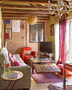 Love exposed wood and brick combo