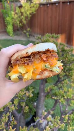 Easy cook breakfast sandwich! All credits to TikTok@tasteandtraveler She's using our White & Pink Ceramic Frying Pan! Check the link and follow us! Breakfast Sandwich Recipes, Brunch Recipes, Easy Cooking, Cooking Recipes, Vegetarian Recipes, Healthy Recipes, Diy Food, Food Dishes, Food Inspiration