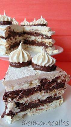 Tort de bezea cu ciocolata 4 Sweets Recipes, Cake Recipes, Chocolate Recipes, Chocolate Cake, Romanian Desserts, Romanian Recipes, Pavlova Recipe, Pastry Cake, Sweet Tarts