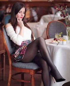 Mode Outfits, Sexy Outfits, Sexy Dresses, Women With Beautiful Legs, Lovely Legs, Sexy Women, Women Legs, Estilo Vanessa Hudgens, Looks Pinterest