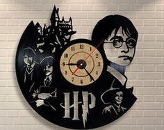 Clocks - Harry Potter Gift Home Decor Vinyl Wall Clock - a designer piece of . - Clocks – Harry Potter Gift Home Decor Vinyl Wall Clock – a unique product by TokTikdesign on DaW - Harry Potter Diy, Cadeau Harry Potter, Harry Potter Bricolage, Harry Potter Bedroom, Anniversaire Harry Potter, Vinyl Record Art, Record Clock, Vinyl Art, Vinyl Records