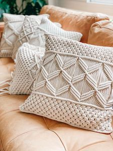 Sugar Scrub + Burlap and Lace Printable Jar Labels - SohoSonnet Creative Living Boho Throw Pillows, Boho Cushions, Diy Pillows, Diy Pillow Covers, Decorative Pillow Covers, Macrame Design, Macrame Projects, Weaving Art, Macrame Patterns