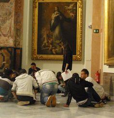 Alumnos de bachillerato participando en las actividades didácticas del Museo de Bellas Artes de Sevilla.
