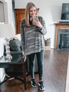 From athletic looks to dressier options, you'll find over twenty spanx faux leather leggings outfits for fall and winter! Legging Outfits, Leggings Outfit Winter, Cute Outfits With Leggings, Best Leggings, Outfits With Hats, Sporty Outfits, Leggings Fashion, Fashion Pants, Fashion Outfits