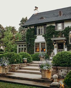 Dream Home Design, My Dream Home, Casa Loft, Traditional Style Homes, Dream House Exterior, Classic House, House Goals, Home Fashion, Exterior Design