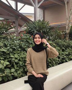 "Firrrr di Instagram ""@cin.coapparel 😆"" Modest Fashion Hijab, Modern Hijab Fashion, Street Hijab Fashion, Casual Hijab Outfit, Hijab Fashion Inspiration, Muslim Fashion, Modest Outfits, Casual Outfits, Fashion Outfits"