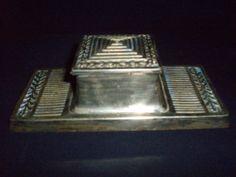 Bradley Hubbard polished brass Arts & Craft inkwell 1900