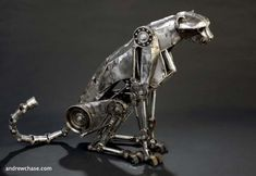 Designed by artist Andrew Chase, the metal steampunk cheetah is able to stride just like the real thing Gato Steampunk, Steampunk Kunst, Steampunk Animals, Animal Robot, Mechanical Art, 6 Photos, Funny Photos, Pictures, Animal Sculptures