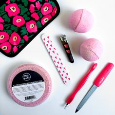 Mani Monday Tip: Drop a single bath bomb in a bowl of warm water and soak hands for 3 - 5 minutes to soften cuticles. Beautiful hands, here we come! All of our Bath Ice Creams include a unique six oil blend, purifying minerals, and Epsom salt, that work together to hydrate, moisturize and enrich the skin. Get yours here: http://www.icecreamcollectionbymebath.com/mini-bath-ice-cream/