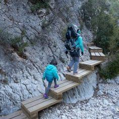 Excursión con niños en Teruel: Parrizal de Beceite - WildKids Weekend Plans, Aragon, Sri Lanka, Places To Go, Deck, Vacation, How To Plan, Outdoor Decor, Travelling