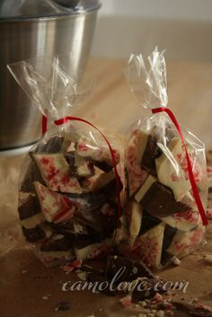Peppermint Bark with dark and white chocolate #ediblegifts #holidays #candycane