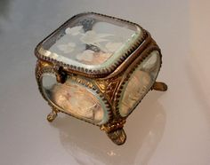 ANTIQUE ORMOLU BEVELED GLASS JEWELRY BOX CASKET Jewelry trinket