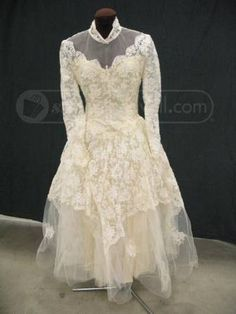 shopgoodwill.com: Womens Cream White Lace Wedding Dress Vintage