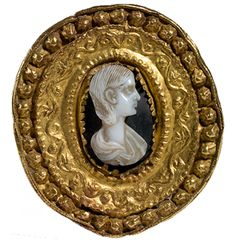 Brooch -- Roman cameo (3rd century CE) portrait of a unknow woman, gold frame and shell. Purchased in Athens by the Mount Holyoke College Art Museum (Massachusetts, USA) in 1926.