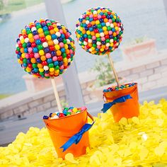 ♥ Sugar Buzz Party - Our DIY Gumball Topiary will allow to you create a colorful and fun centerpiece for your birthday or candy themed party. First Birthday Parties, It's Your Birthday, Birthday Ideas, Anniversaire Candy Land, Diy Party Decorations, Party Themes, Party Ideas, Candy Themed Party, Candy Centerpieces