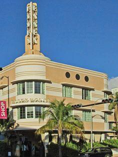 Art Deco Essex House Hotel on Collins Avenue in the South Beach Area of Miami Beach, Florida. South Beach Florida, Miami Beach Hotels, Miami Florida, Essex House, Art Nouveau, Miami Art Deco, Florida Sunshine, Streamline Moderne, Art Deco Buildings