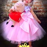 Vestido Peppa Pig LUXO no Elo7 | Atelier Lauren Children (4652B5) Vestido Peppa Pig, Peppa Pig Birthday Invitations, Girls Dresses, Flower Girl Dresses, Wedding Dresses, Fashion, Party Dress, Kids Part, Handmade Dresses