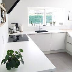 """The kitchen of @mettehdaugaard  | #køkken#hth#hthkøkken#hthkitchen#kitchen#interiorinspirasjon#elefantøre#pilea#moneyplant#pilea#planter#designletters#vega#foxypotato#danskdesign#interior#boliginspiration#homesickblog#homeinterior#kaktus#cactus#kähler#nordichome#nordiskehjem#skandinaviskehjem#Skandinaviskæstetik"" Photo taken by @immyandindi on Instagram, pinned via the InstaPin iOS App! http://www.instapinapp.com (07/05/2015)"