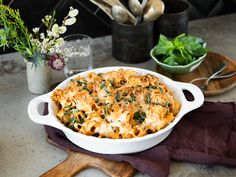 Pasta casserole with pesto and mushrooms - Bring salted water to a boil in a large saucepan. Cook the rigatoni according to the package instru - Hamburger Meat Recipes, Sausage Recipes, Steak Recipes, Chicken Recipes, Crockpot Recipes, Rigatoni Al Horno, Baked Rigatoni, Spinach Mushroom Lasagna, Spinach Stuffed Mushrooms