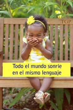 Todo el mundo sonrie en el mismo lenguaje.-Everyone smiles in the same language.