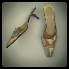 ✔ Christian Louboutin Vintage French Kitten Heel 9 * Authentic Christian Louboutin * Tiny Kitten Heel * Vintage French Marie Antoinette Style * White Plastic Heel * Italian Size 9, fir more like 8  * Feel free to   Ask Questions   Make Offers  Share for Share  Like for Price Drop Notifications  **Condition Score 6 of 10 Christian Louboutin Shoes Heels