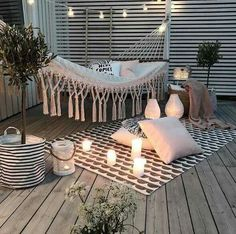 Chouette-Terrasse The Effective Pictures We Offer You About balcony decoration christmas A quality picture can tell you many things. Small Balcony Decor, Cute Room Decor, Apartment Balconies, Apartment Porch, Cute Apartment, Apartment Balcony Decorating, Outdoor Spaces, Outdoor Decor, Outdoor Lounge