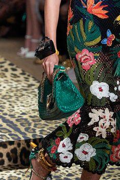 Dolce & Gabbana Spring 2020 Ready-to-Wear Fashion Show - Vogue Dolce & Gabbana, Crochet Skirts, Crochet Clothes, Knitwear Fashion, Crochet Fashion, Mode Crochet, 2020 Fashion Trends, Fashion 2020, Milan Fashion