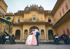 If you plan on doing the pre-wedding couple shoot in Rajasthan and are looking for some breathtaking backdrops, then we've got every Jaipur fort covered for you! Pre Wedding Poses, Wedding Couple Poses Photography, Pre Wedding Photoshoot, Wedding Shoot, Wedding Tips, Wedding Couples, Photography Poses, Couple Posing, Couple Shoot