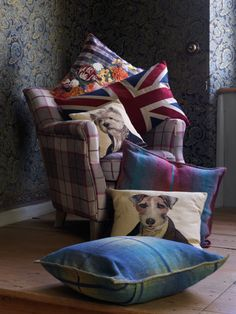 Pfister: Very british! Bed Pillows, Cushions, Sweet Home, English House, Life Is Beautiful, Blog, British, Cozy, Antiques
