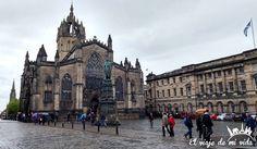 La preciosa #Iglesia de #SaintGiles en la #RoyalMiles. Da igual que haya llovido luce maravillosamente (y se puede tomar un café caliente en su interior ya que ahora se trata de una cafetería) #Escocia #Scotland #Scottish #Edimburgo #Edinburgh #edinburghspotlight #edinburghlife #edinburghfestival