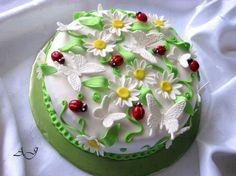 Top 25 Extremely Impressive Cake Designs - Page 7 of 10 Pretty Cakes, Cute Cakes, Beautiful Cakes, Amazing Cakes, Spring Cake, Butterfly Cakes, Butterflies, Gift Cake, Halloween Cupcakes