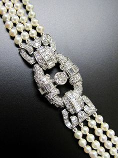 "Exceptional Art Deco ""Collier de Chien"" with diamonds and pearls circa 1928, platinum"