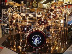 Neil Peart of Rush walks you through his prodigiously huge stadium rock drum kit… Modern Drummer, Rush Band, Neil Peart, How To Play Drums, Drummer Boy, Vintage Rock, Vintage Drums, Progressive Rock, Drum Kits